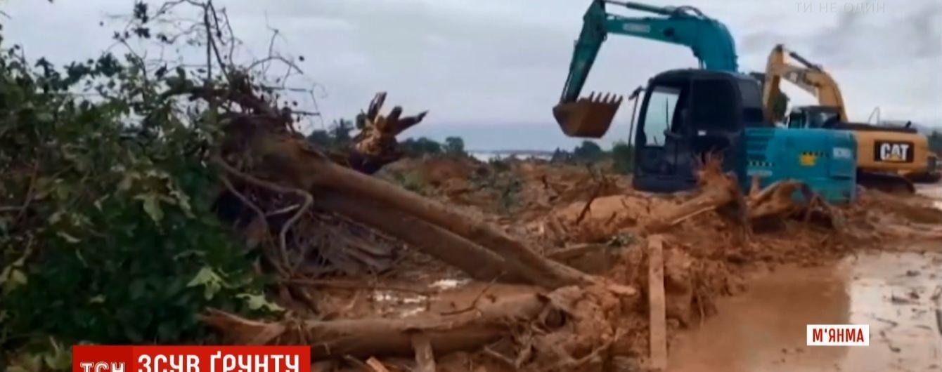 В Мьянме оползень заживо похоронил десятки человек