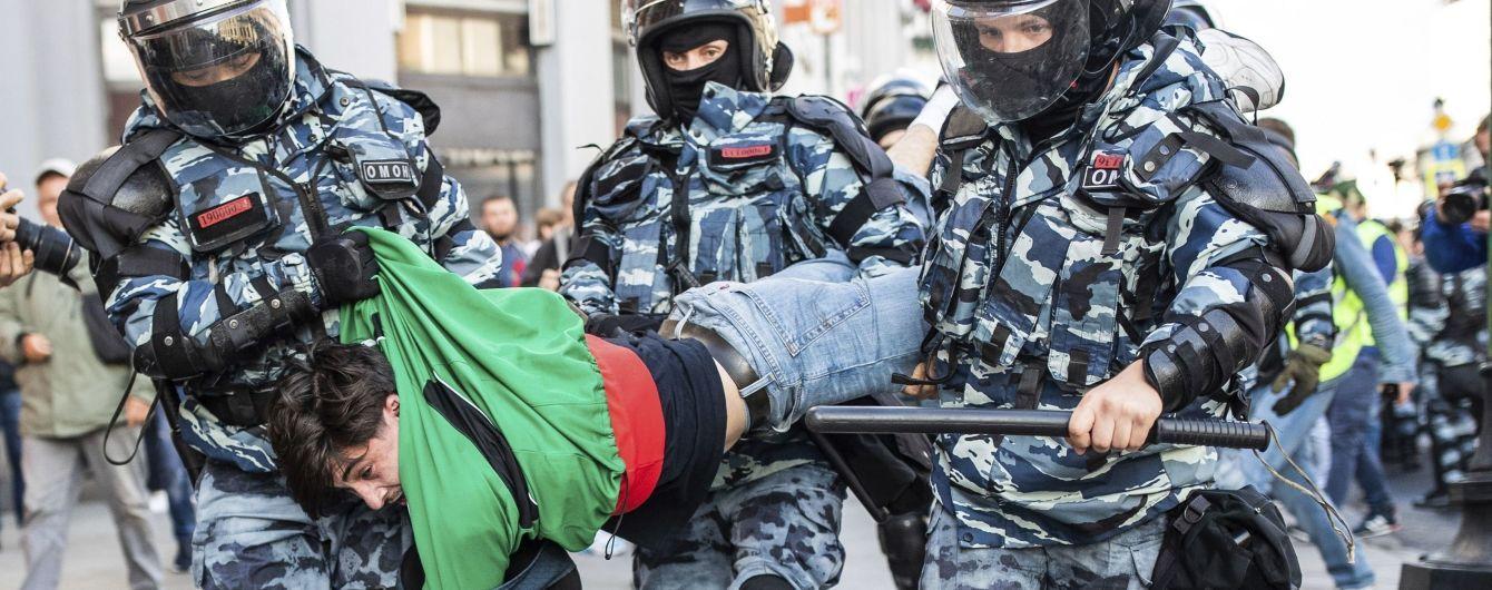 В России во время митингов силовики тащили в автозаки и детей, и людей с инвалидностью