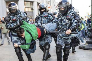 У Путіна стали на захист бійців ОМОНу, який по-звірячому розганяли мітингарів у Москві
