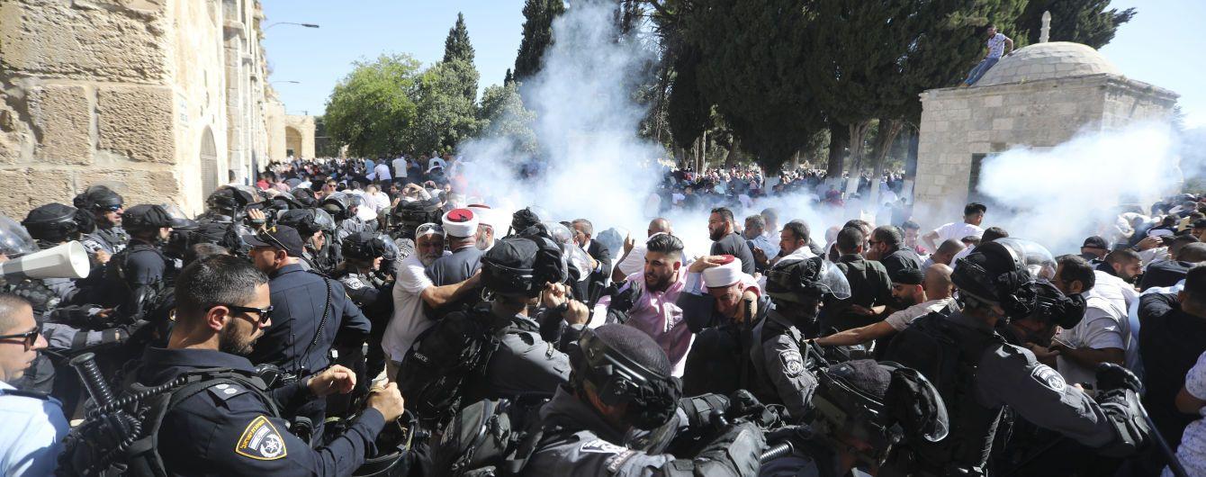 Во время беспорядков в Иерусалиме пострадали по меньшей мере 14 палестинцев и четверо полицейских