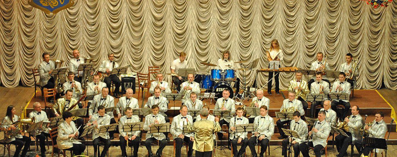 Кресло полетело в голову. В Тернополе разразился скандал в оркестре из-за пьяного руководителя