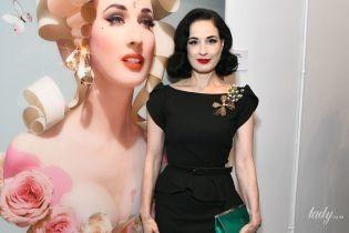 В елегантній сукні і зі смарагдовим клатчем: Діта фон Тіз на виставці фотографій