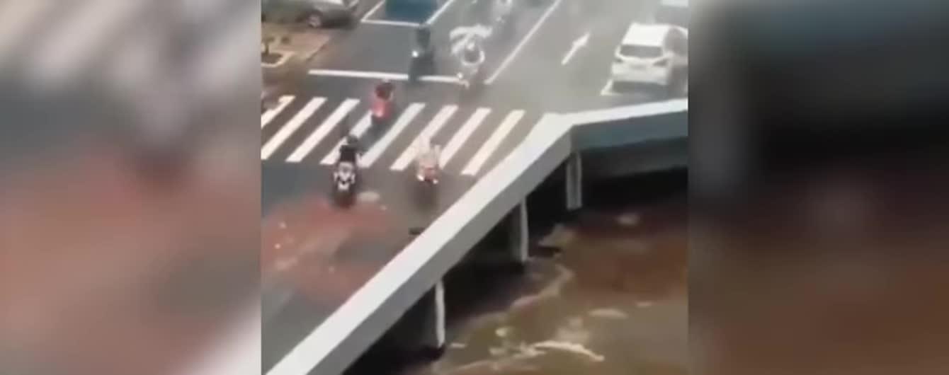 Сеть разгадывает видеоиллюзию, при которой машины исчезают с моста