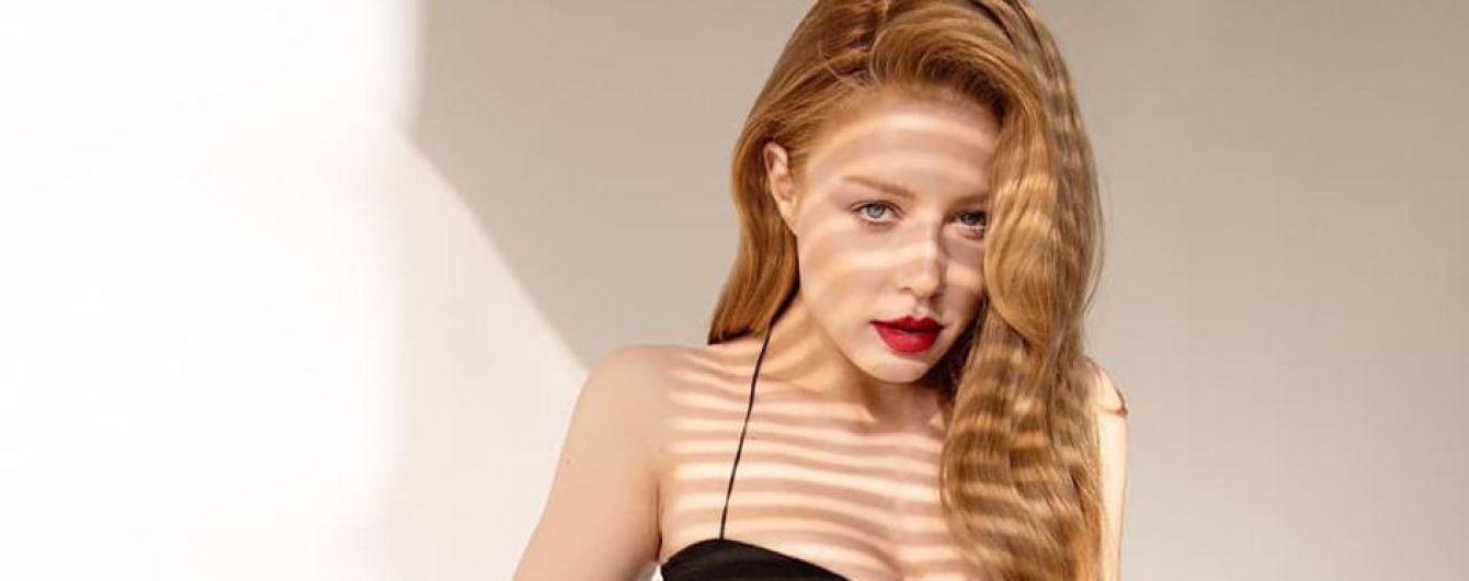 Сексапильная Тина Кароль в малиновом мини-платье показала съемки нового клипа в США