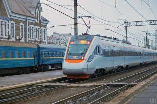 В Харьковской области поезд сбил мужчину, сидевшего на рельсах
