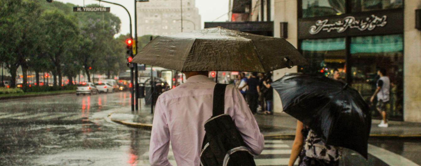 Шквальный ветер, грозы и град: погода на вторник