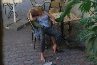 В Черновцах сняли секс пьяной пары прямо на улице