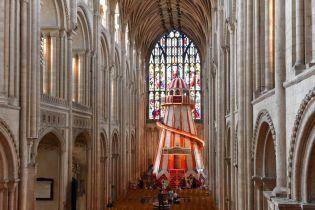 В Англии в церковь привлекают посетителей необычным способом