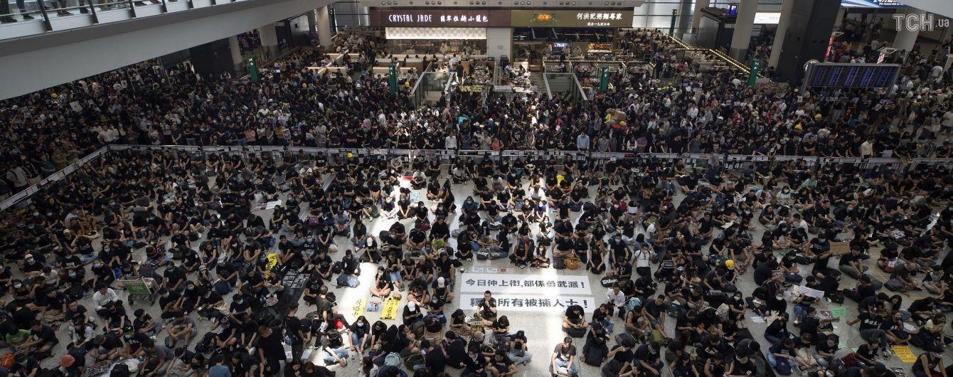 Китайские военные устроили парад у границы с Гонконгом