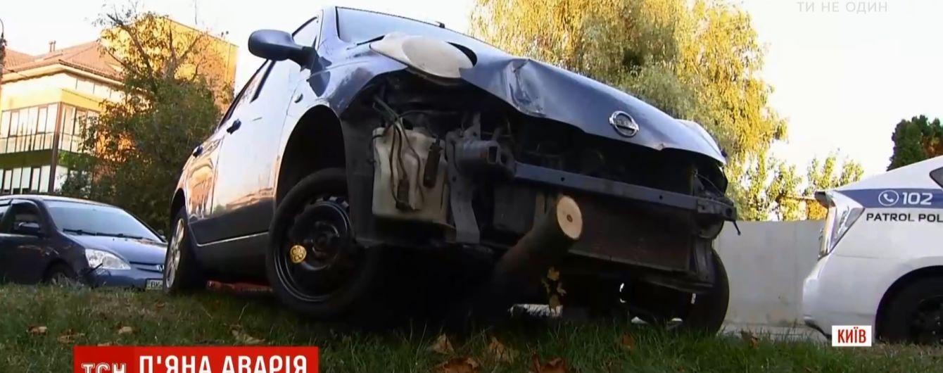 Пьяный водитель разбил четыре авто и палатку с арбузами в Киеве