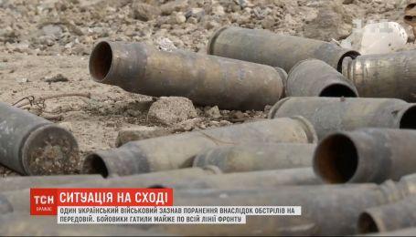 Один український військовий поранений унаслідок ворожих обстрілів на передовій