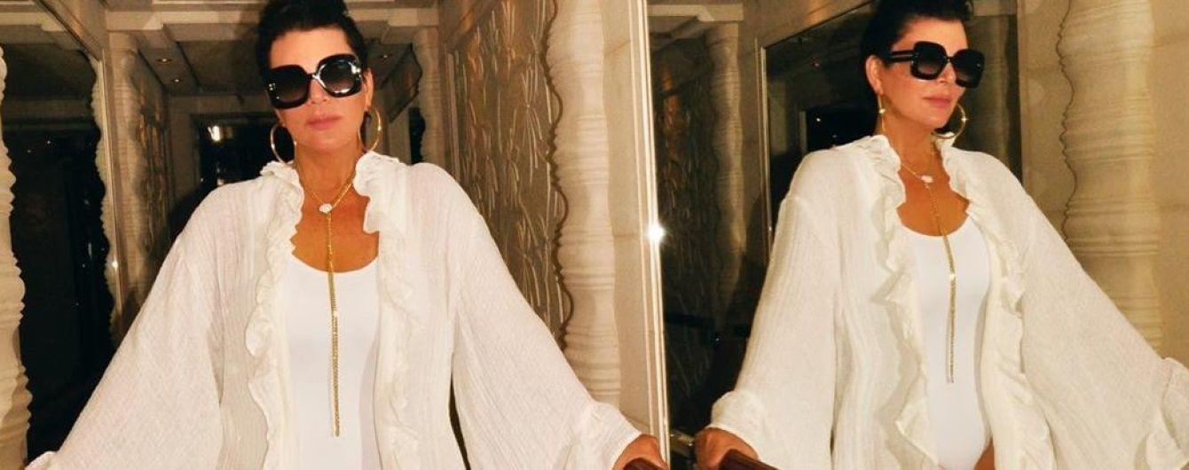 Еще ого-го: 63-летняя Крис Дженнер показала фигуру в белом купальнике