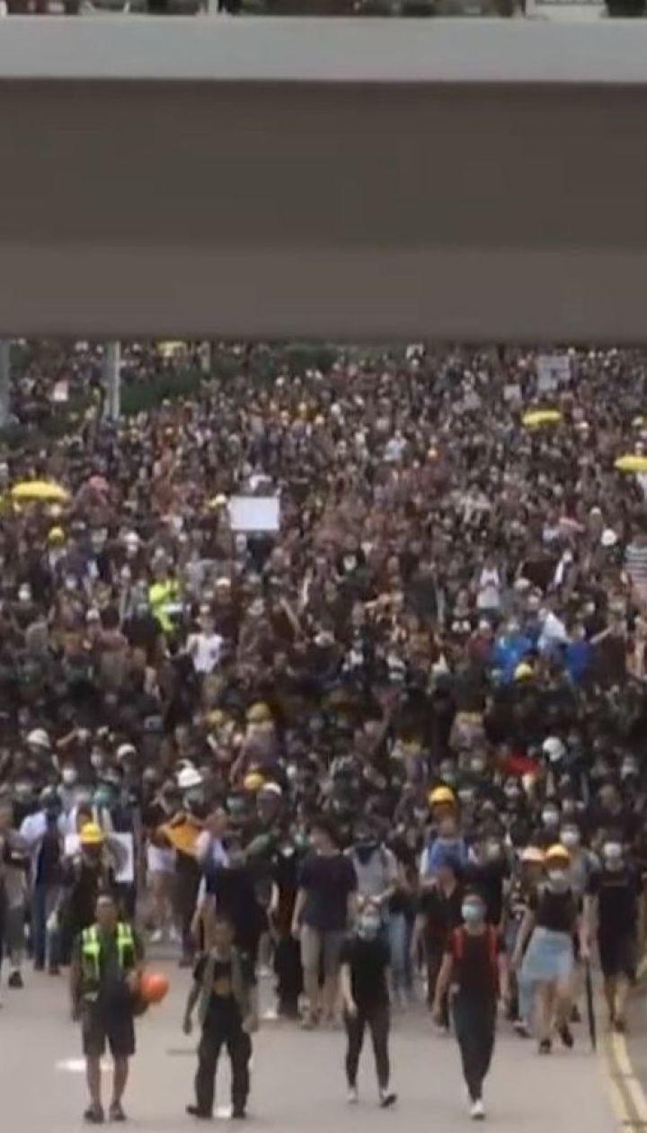 Аэропорт Гонконга после почти 4-дневного перерыва вследствие протестов возобновляет работу