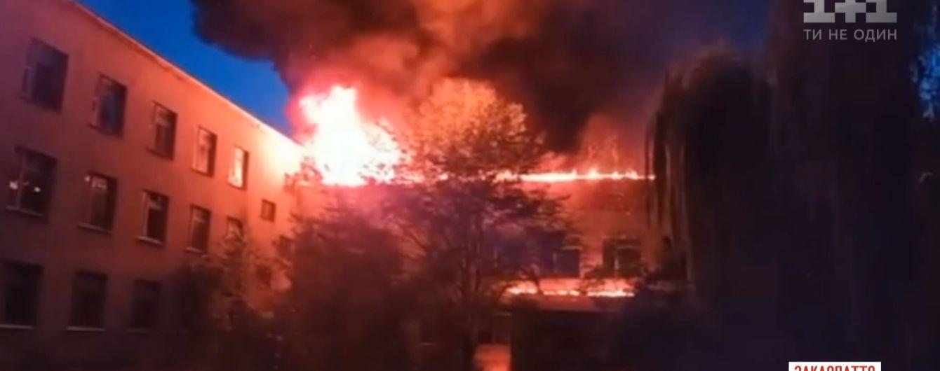 На Закарпатті вночі сталася масштабна пожежа у школі