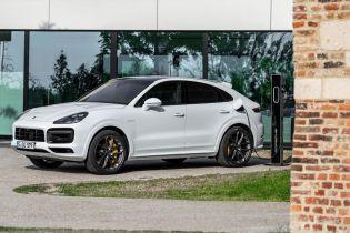 Porsche представила сверхмощный гибридный Cayenne