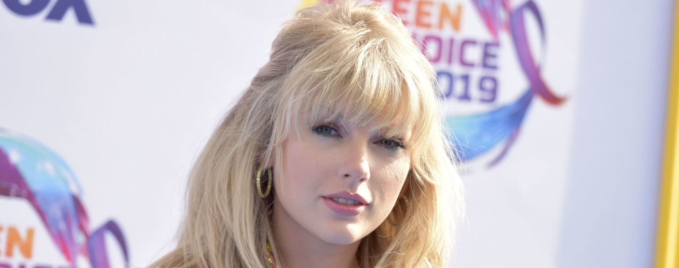 Тейлор Свіфт подарувала фанатці майже 5 тисяч доларів