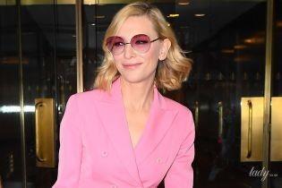 В розовом костюме и кедах: стильная Кейт Бланшетт в Нью-Йорке
