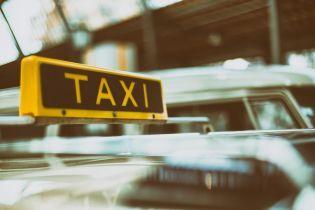 Названы аэропорты с самым дорогим такси