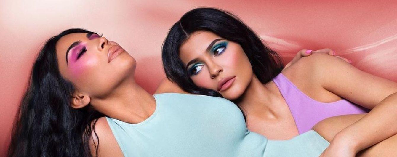 Красуні в обтислих сукнях: Кім Кардашян та Кайлі Дженнер знялися в пікантному фотосеті