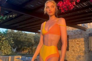 Теперь в ярком купальнике: Эльза Хоск поделилась кадрами с отдыха
