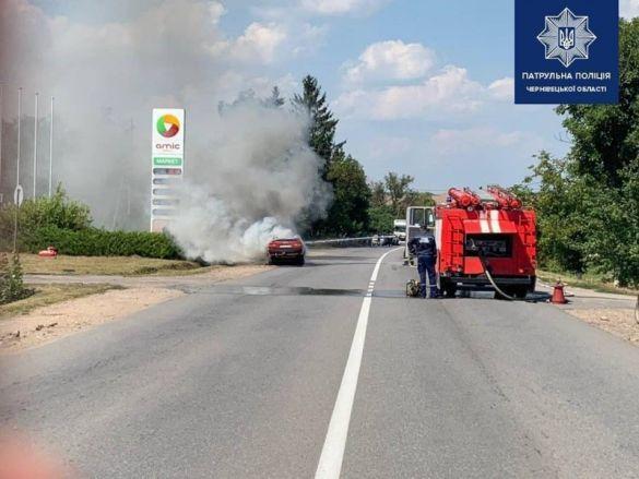 Машина згоріла біля заправки в Хотині_03