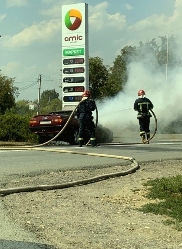 Машина згоріла біля заправки в Хотині_04