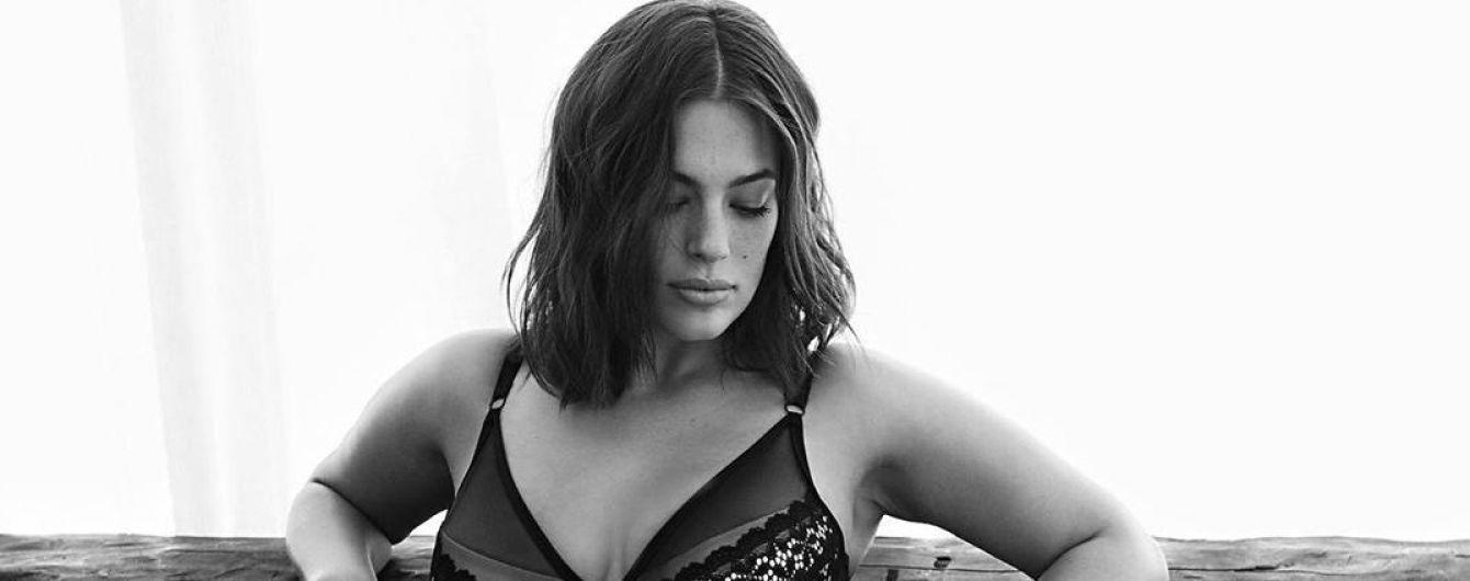 В черном бельевом комплекте: Эшли Грэм поделилась пикантным снимком