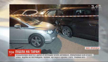 В Ивано-Франковске внедорожник разбил машины, припаркованные возле ночного клуба