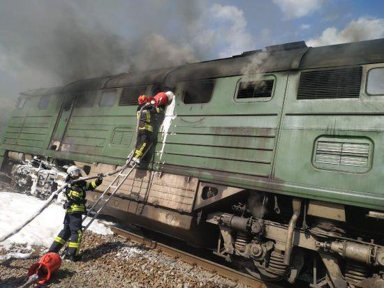 Поблизусела Луганської області загорівся локомотив поїзда