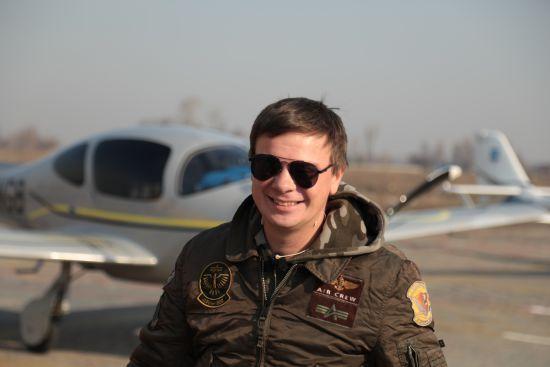 """У День Незалежності """"1+1"""" покаже документальний проєкт Дмитра Комарова про рекордний політ через всю країну"""