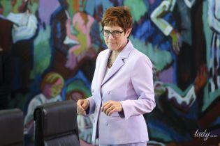В лавандовом костюме и с короткой стрижкой: деловой аутфит нового министра обороны Германии