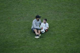 """Милость дня. Клопп, Салах и другие игроки """"Ливерпуля"""" поиграли в футбол с детками-ампутантами"""