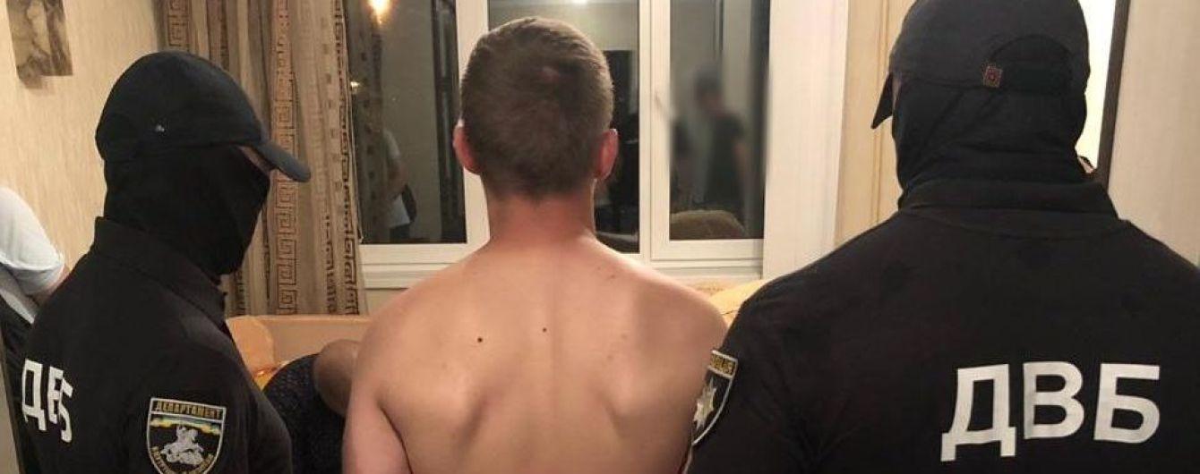 Столичні правоохоронці затримали засудженого, який погрожував розправою слідчій