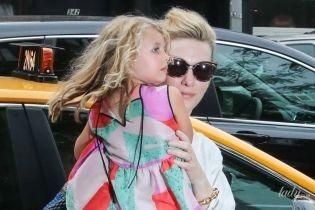 Какая уже взрослая: Кейт Бланшетт с подросшей дочерью Эдит попали в объективы папарацци
