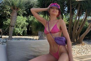"""В розовом бикини и панамке: """"ангел"""" Эльза Хоск релаксирует на Средиземном море"""