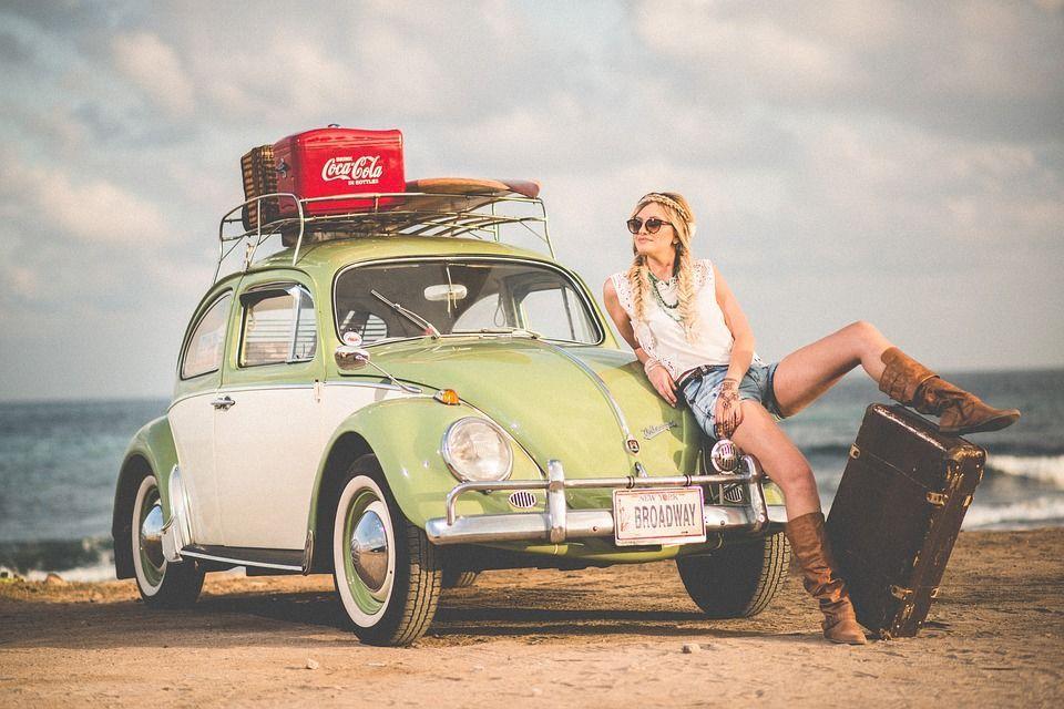 Машина, подорож, дівчина