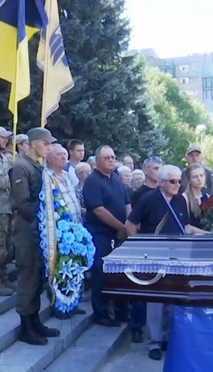 """У Дніпрі попрощалися з молодшим лейтенантом полку """"Азов"""" Романом Романенком"""