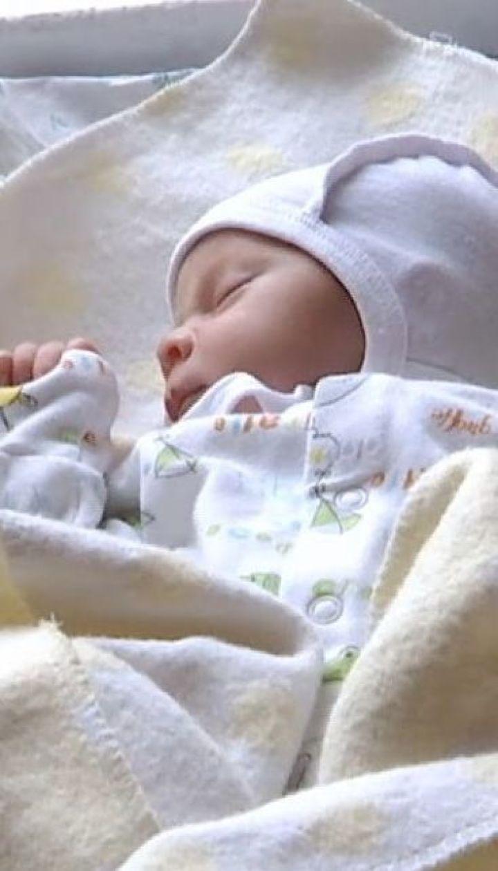 Новонародженій дитині у Львові видалили пухлину, яка сягала половину її ваги