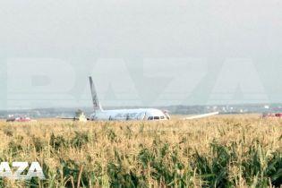 Під Москвою в кукурудзяне поле приземлився пасажирський літак, який летів до Криму