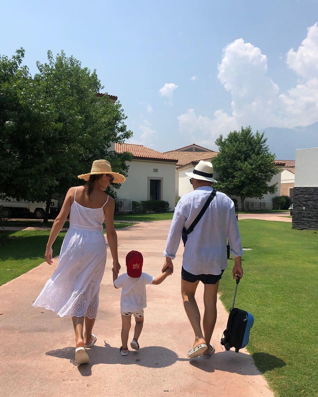 Катерина Осадча з чоловіком та сином_1