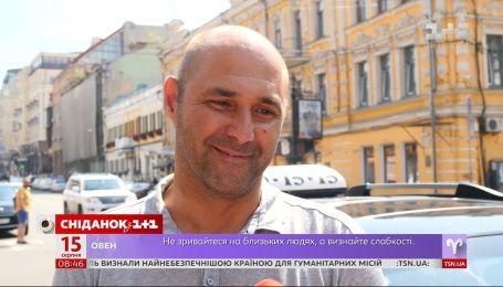 """Чи залишають українці чайові - опитування """"Сніданку"""""""
