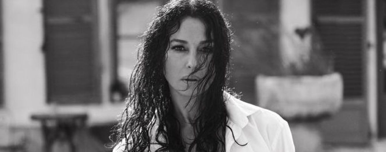 Мокрая и сексуальная: Моника Беллуччи впечатлила формами в новом глянцевом фотосете