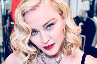 60-летняя Мадонна в откровенном наряде поразила невероятной растяжкой