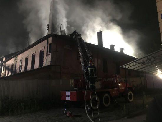 У Чернівцях горіла будівля заводу