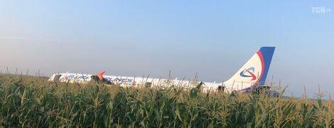 """Більшість пасажирів літака """"Москва-Сімферополь"""" відмовилися летіти до Криму після аварійної посадки"""