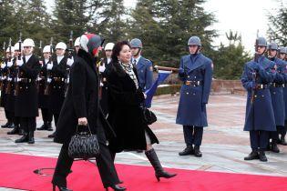 На дружину експрезидента Киргизстану вирішили завести кримінальну справу