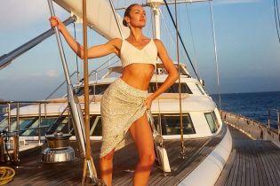 Оце так ноги: Кендіс Свейнпоул зробила фото на розкішній яхті