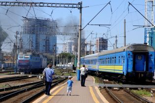 """""""Укрзалізниця"""" призначила чотири додаткові потяги до Дня Незалежності України"""