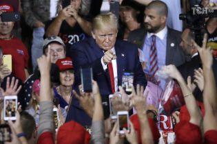 Трамп заявил, что рассматривает возможность обнародования стенограммы разговора с Зеленским