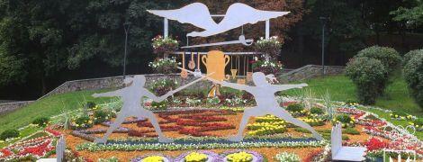 В Киеве открыли невероятную выставку из цветочных инсталляций в честь выдающихся спортивных достижений